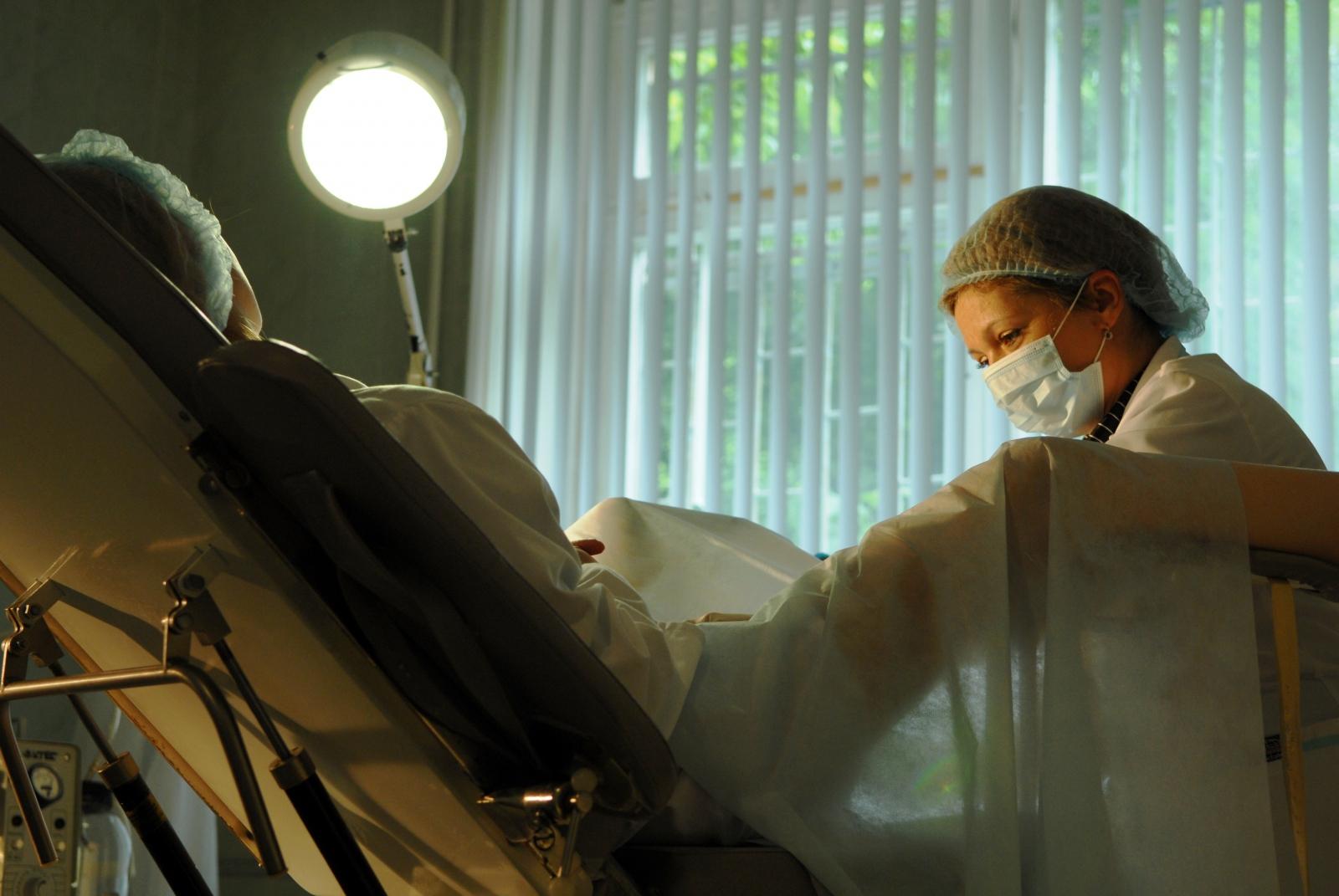 Фото голой девушки в гинекологическом кресле, гинеколог: порно фото и секс в кабинете гинеколога 7 фотография